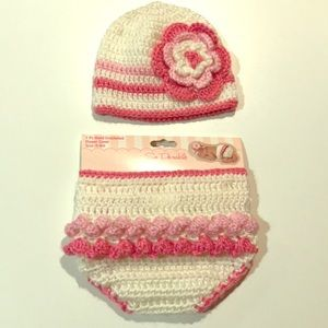 ❣️BRAN NEW❣️Diaper Cover and Hat Crocheted Set